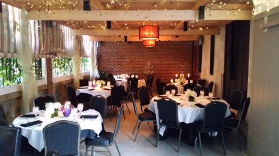 Hayesville, Kuzey Carolina: The garden room is available for private parties as well regular dinner seating