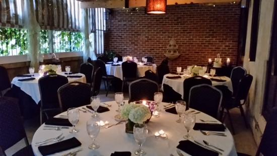 Hayesville, Kuzey Carolina: The garden room is perfect for rehearsal dinners, family gatherings, birthday parties, and other