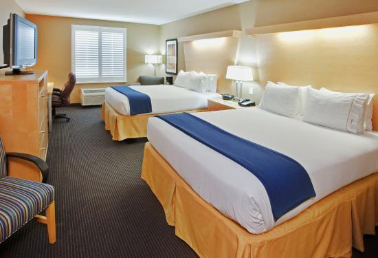 Modesto, Californië: You are sure to enjoy our spacious 2 Queen Bed guest room