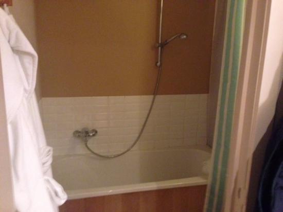 Oesterhoeve : Toilet is apart van de badkamer