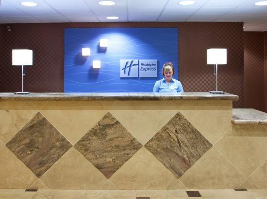Holiday Inn Express Toledo-Oregon: Front Desk