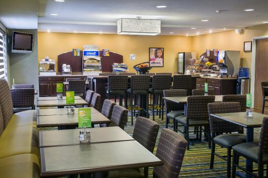 Holiday Inn Express Hotel & Suites Sandy: Complimentary full hot Breakfast served daily from 6:30am-9:30am
