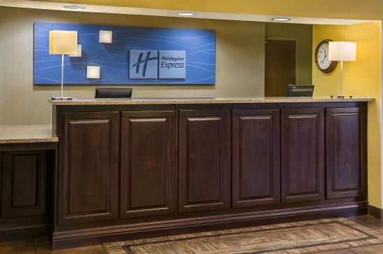 Holiday Inn Express Hotel & Suites Sandy: Hotel Lobby