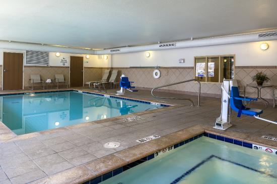 Holiday Inn Express Hotel & Suites Sandy: Swimming pool and hot jacuzzi spa are available to use 24 hours!