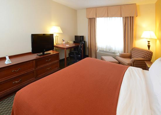 Middletown, OH: King Bed Guest Room