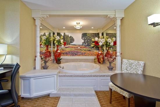 West Middlesex, Pensilvania: Jacuzzi Suite with round tub