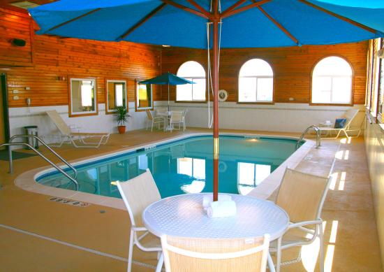 Lincoln, IL: Take a dip in our indoor heated pool and whirlpool!