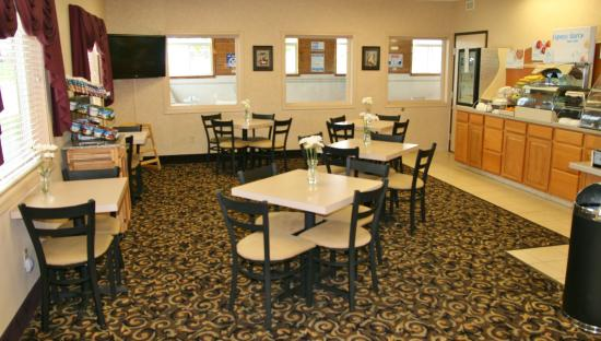 Lincoln, IL: Enjoy our Express Start full hot breakfast daily