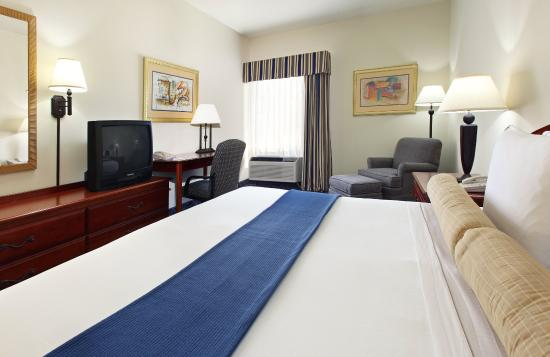 Bryant, AR: King Bed Guest Room