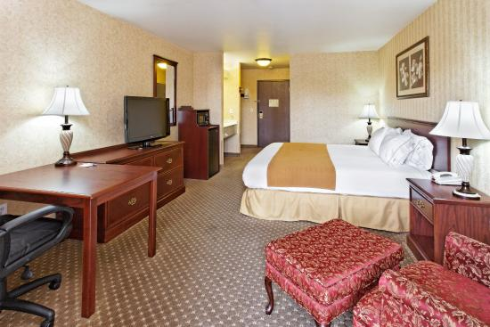 King Bed Guest Room Holiday Inn Express Spokane Valley, WA