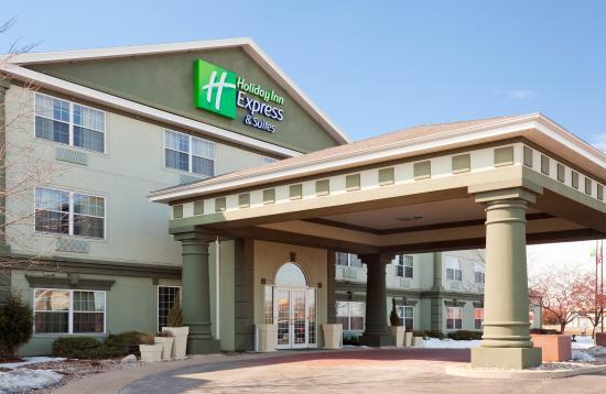 Oshkosh, WI: Hotel Exterior