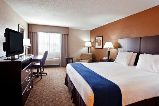 Tuscola, IL: Single Bed Guest Room