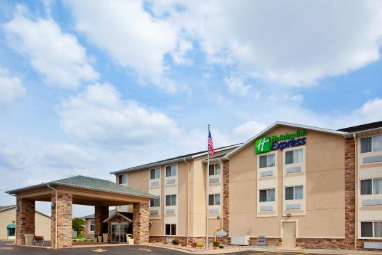 Tuscola, IL: Hotel Exterior