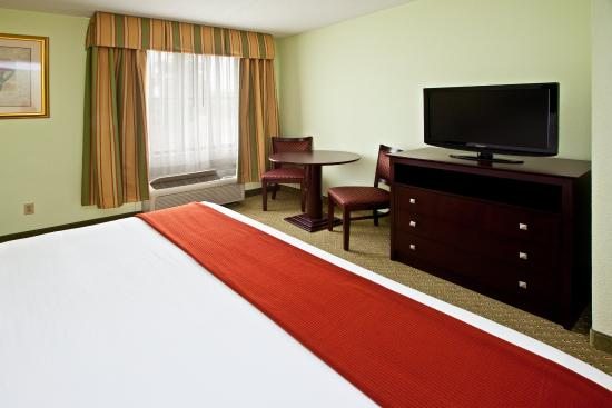 Scottsburg, Индиана: King Suite