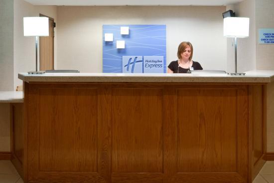 Delmont, PA: Front Desk