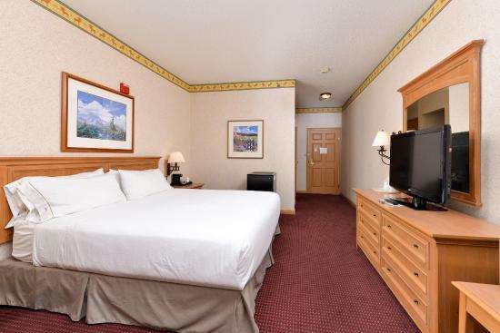 Elko, NV: King Bed Guest Room