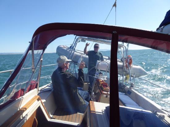 Avila Beach, Califórnia: Captain Mark giving us a fun fast sail back to the dock.