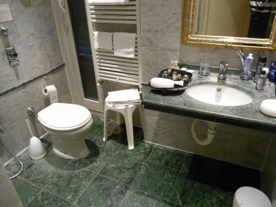 Hotel Atlantic Palace: Clean, but old