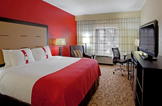 Holiday Inn Anderson: Spacious with large desk for working, or relaxing!