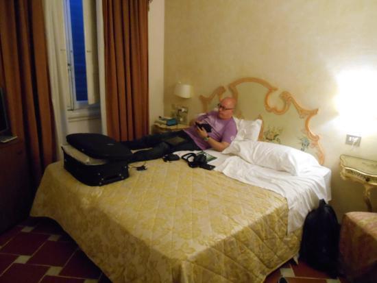 Hotel Atlantic Palace: Noisy room