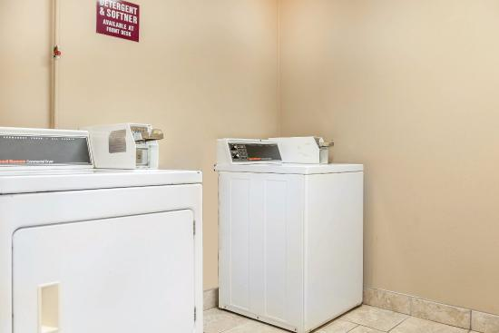 Quality Inn: Laundry room