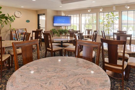 Walnut, Californië: Breakfast room