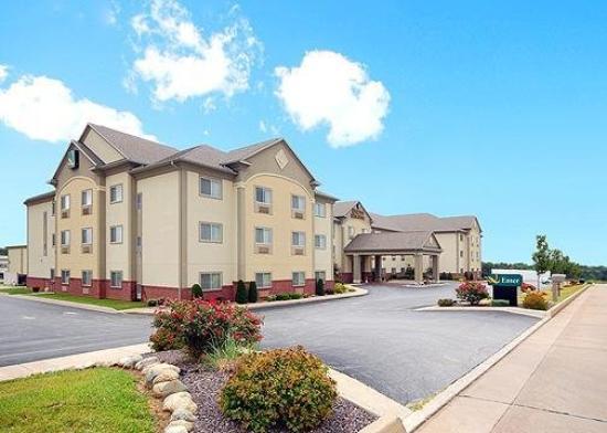 Quality Inn & Suites : Exterior