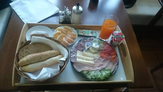 Irida Hotel: Breakfast they prepared for me after I was late