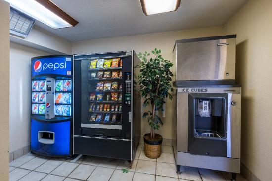 Framingham, MA : Vending Area