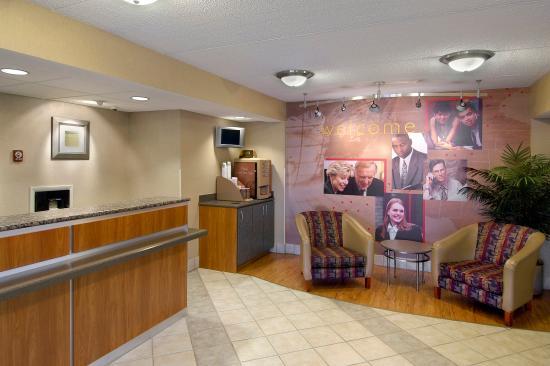 Utica, NY: Lobby