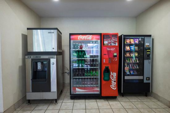 South Deerfield, MA: Vending Area