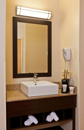 Saugus, MA: Bathroom