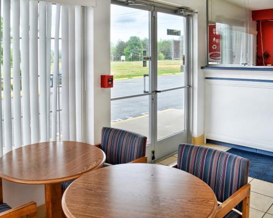 Econo Lodge Ruther Glen: Lobby