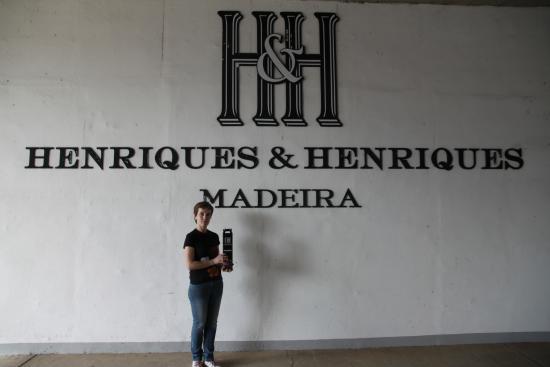 Camara De Lobos, Portugal: Всю продукцию упаковывают в фирменные коробки.