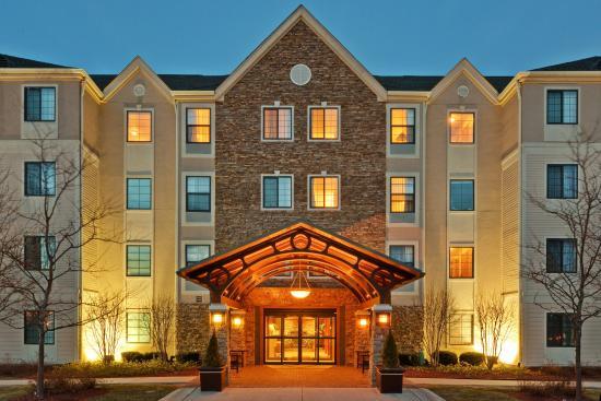 Glenview, IL: Hotel Exterior