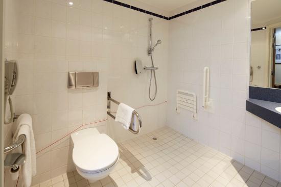 Hasselt, Belgio: 1 Wheelchair Accessible Bath Room