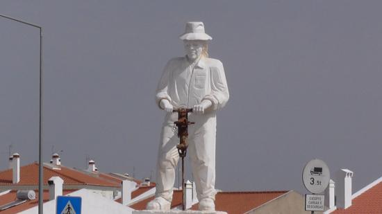 Vila Vicosa, Portugal: Sculpture Rond Point