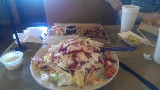 Burleson, TX: Huge smokehouse salad