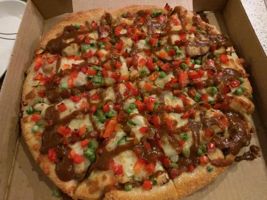 Williams Lake, Kanada: Samosa Pie Pizza with curry sauce
