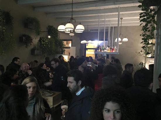 Piove di Sacco, Itália: Locale ben frequentato anche dopo cena..