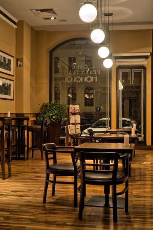 Hotel Monopol: Cafe and Bistro Monopol