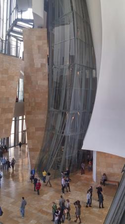 Guggenheim Museum Bilbao: central hall