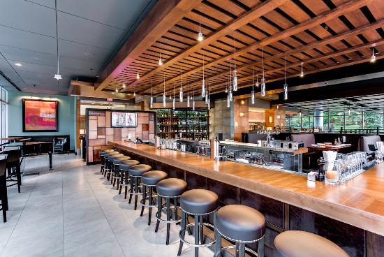 Rockville, MD: Our bar, which features a wonderful happy hour!