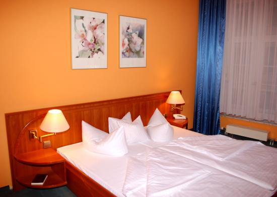 Bernburg, Allemagne : Double Room with Extra Bed