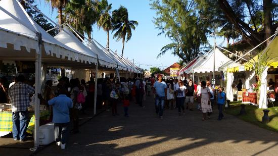 Sainte Marie, Martinica: Food and souvenir stalls