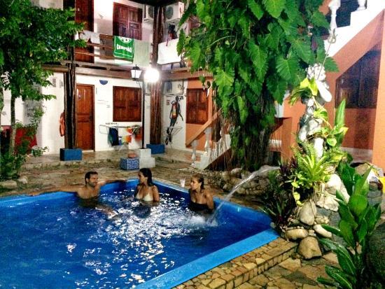 Arraial d'Ajuda Hostel: Fonte da piscina
