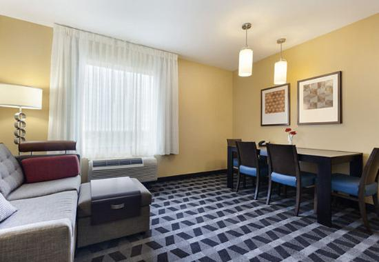 TownePlace Suites New Orleans Harvey/West Bank: Look at the size of this room!