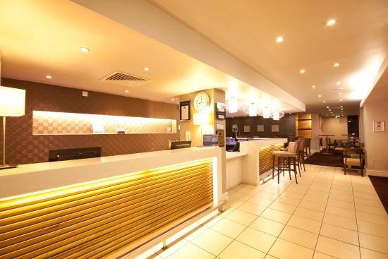 Holiday Inn Express London Croydon: Reception