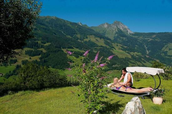 Dorfgastein, Autriche : Garden with marvellous views.