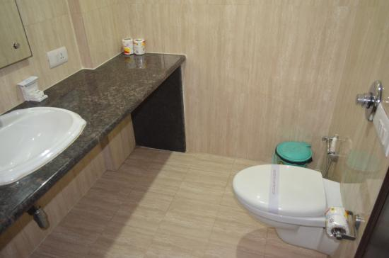 Hotel Sohi Residency: Executive bathroom